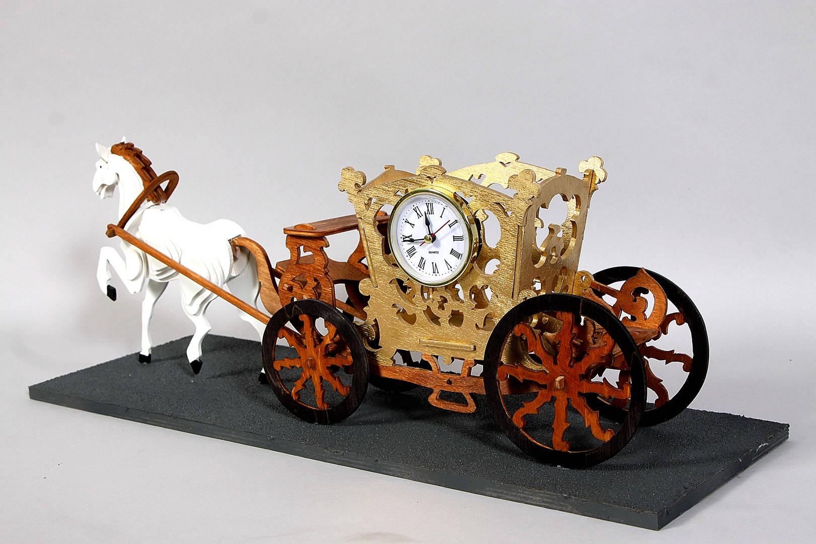 """Часы каминные """"Карета"""". Материал фанера, морилка, часовая капсула. Ручной лобзик."""