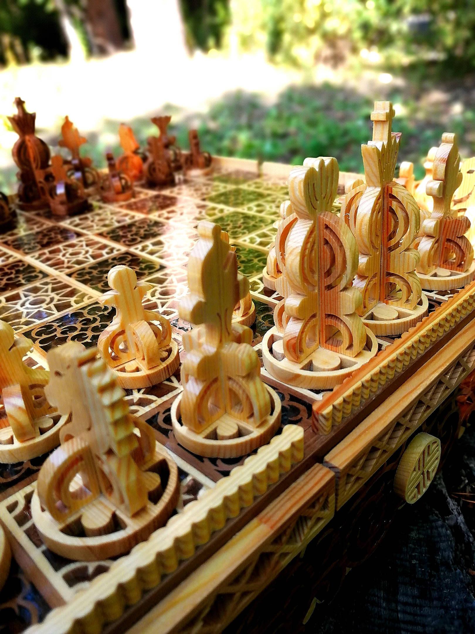 Шахматы. Материал яблоня, сосна, ювелирная эпоксидная смола, лак.Ручная работа