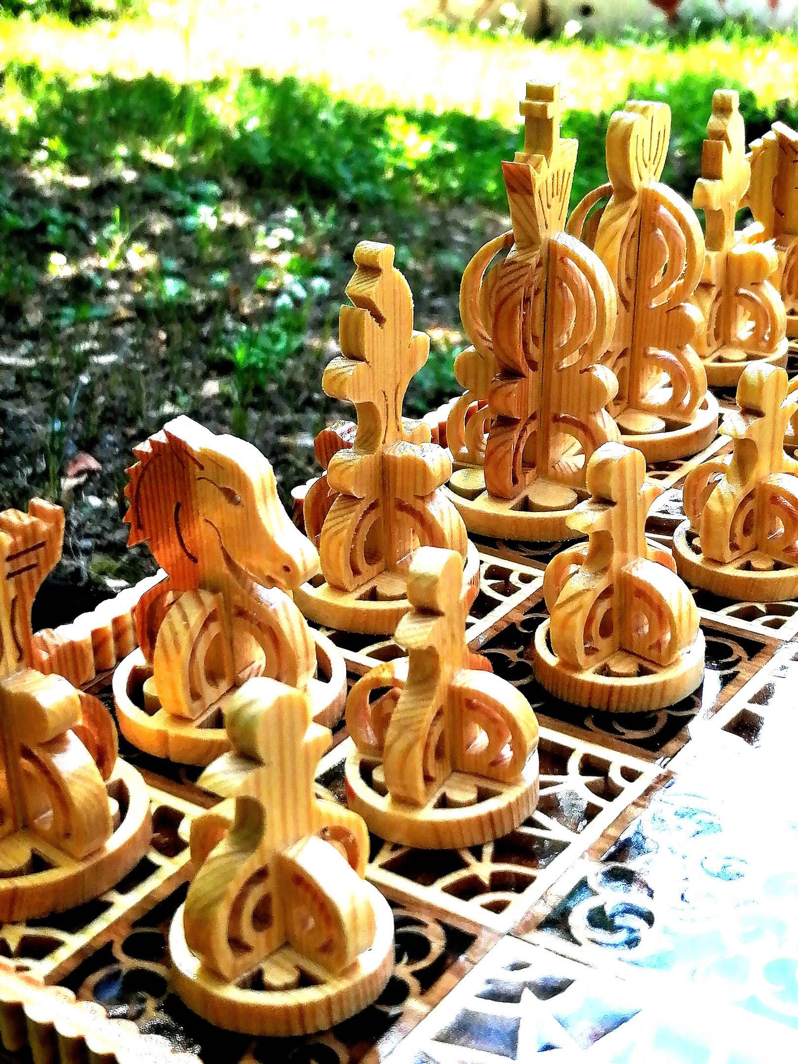 Шахматы. Материал яблоня, сосна, ювелирная эпоксидная смола, лак. Ручная работа