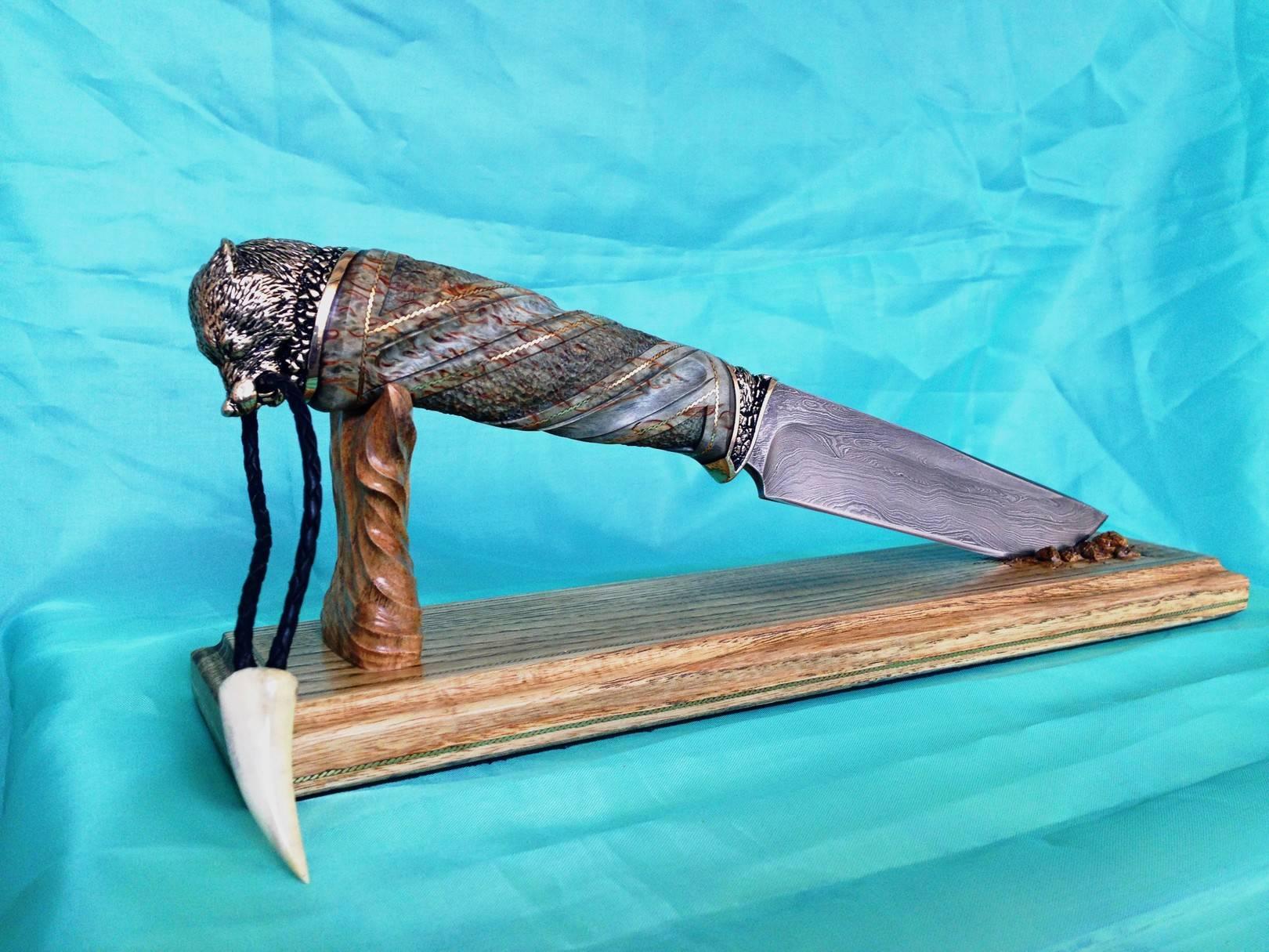 "Нож на подставке -""Волк""."