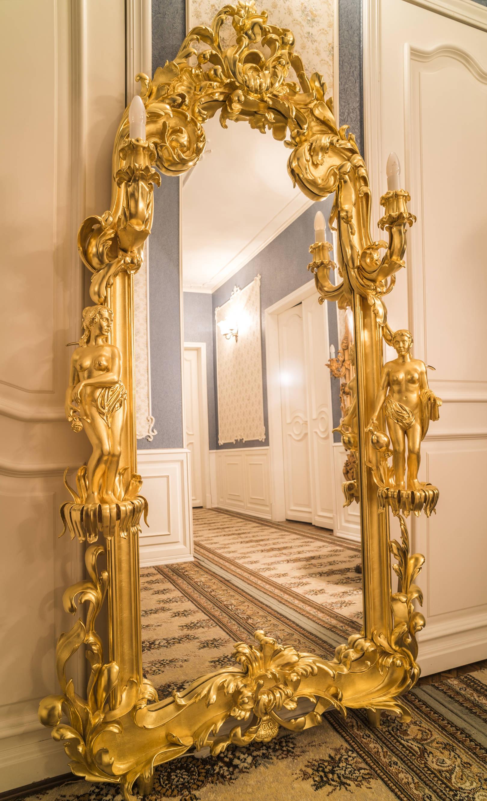 .Зеркало настенное  в резной позолоченной раме с подсветкой Высота 1,90м, ширина1м.  2010 год