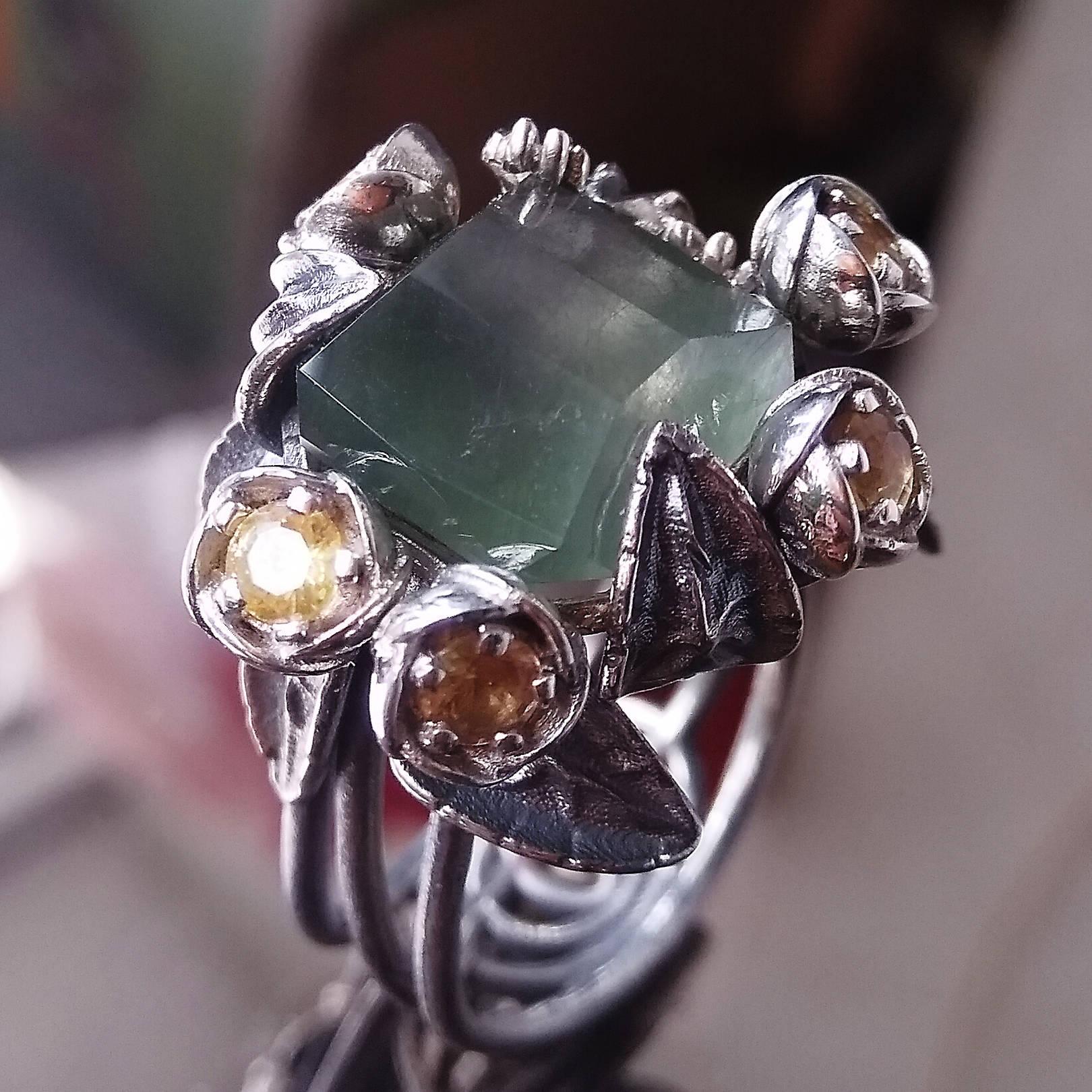 Волшебный камень - кварц с включением биссолита, и дал идею этому кольцу - кувшинки и лягушонок...