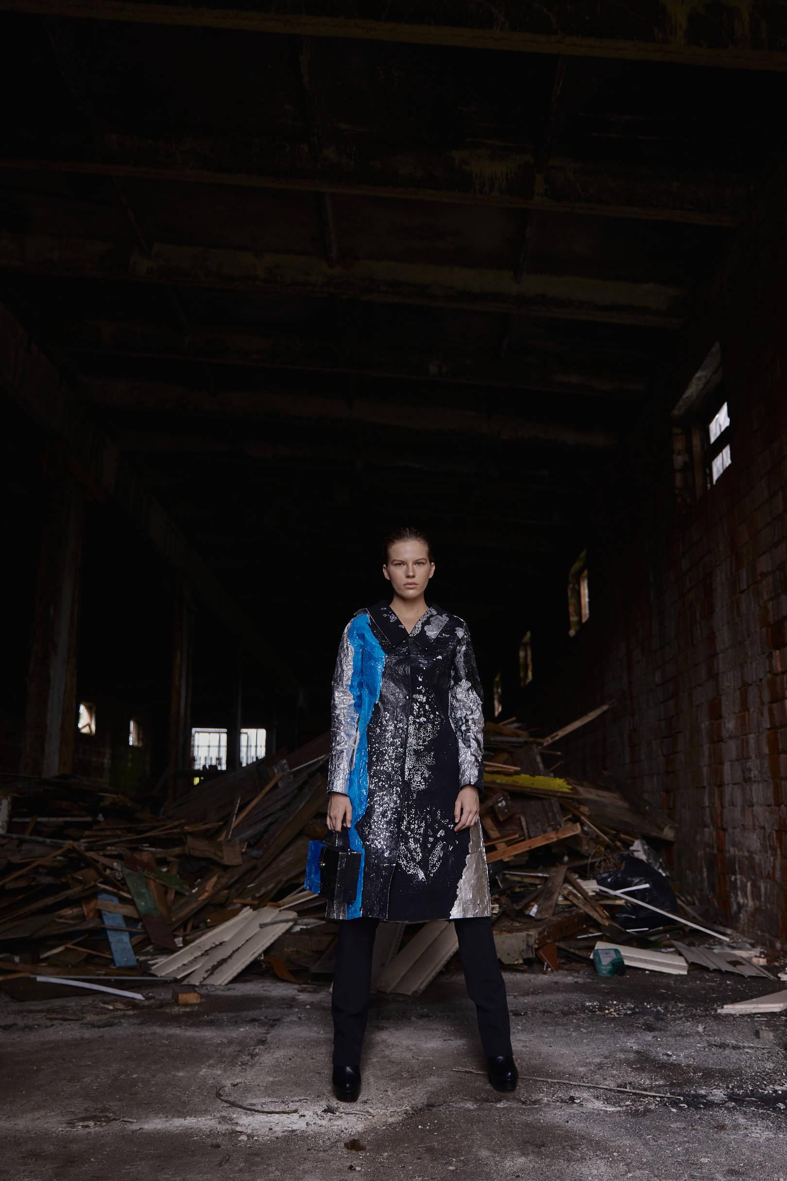 """Коллекция """" С любовью..Plastikoff"""",2020 Предметом моего исследования стало исследование формообразующих свойств пластика и возможности его адаптации под текстильную основу. Данная коллекция является экспериментом в области горячего  ручного прессования. Все модели одежды выполнены в разных техниках с использованием таких материалов как пластик и фольга."""