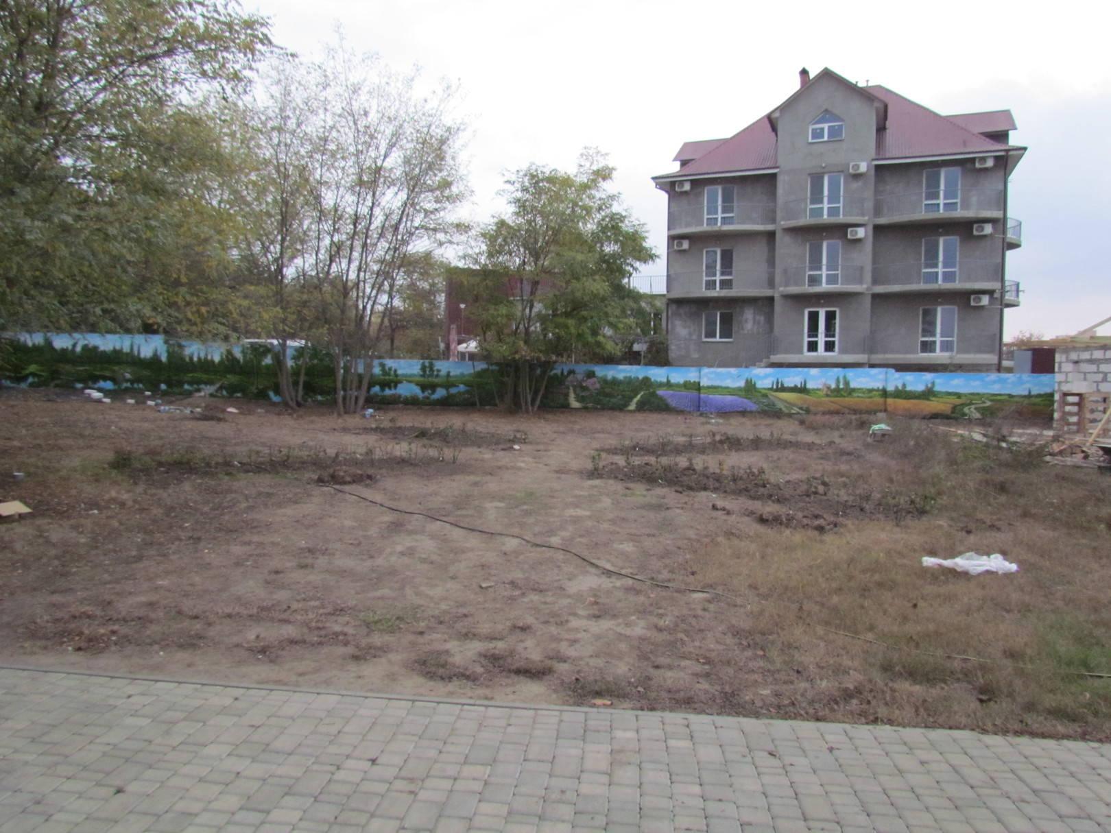 Роспись бетонного забора