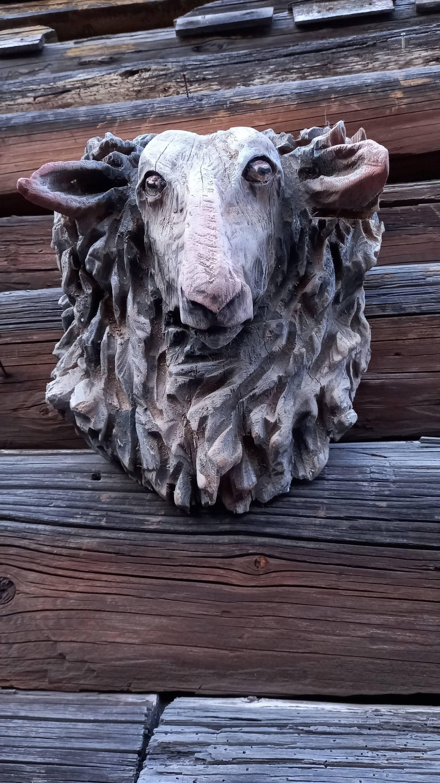 Овца.Резьба по дереву.