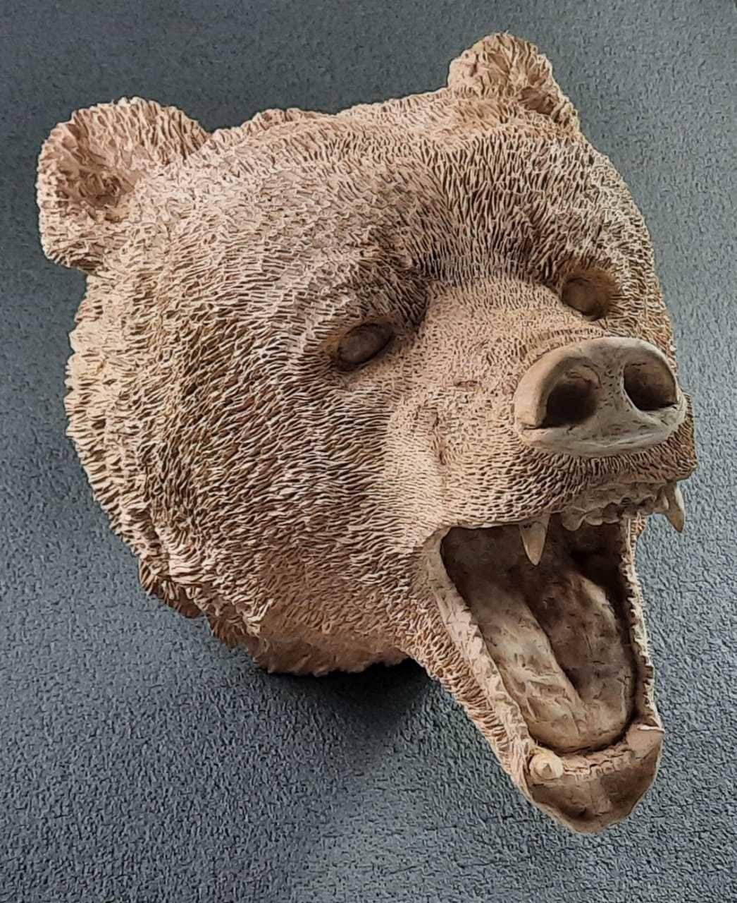Голова медведя из дерева