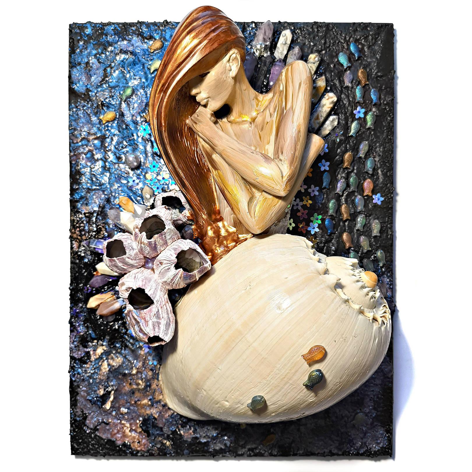 Акрил, деревянная панель, натуральная раковина, гель с эффектом воды, натуральный коралл, кристаллы аметиста, горного хрусталя, агата и сердолика, декоративные элементы, гипс, текстура