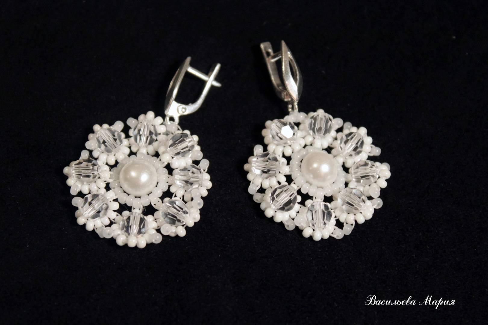 Свадебный комплект украшений из бисера в сочетании с кристаллами Svarovski