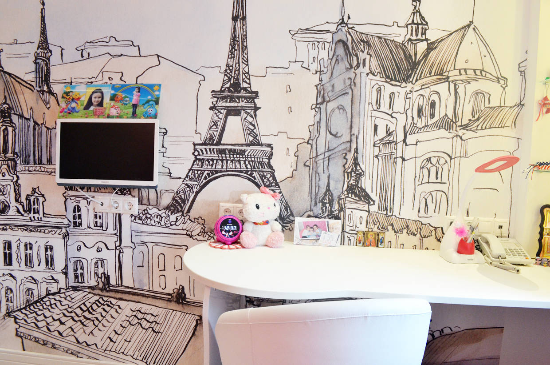 Детская с видом на Париж