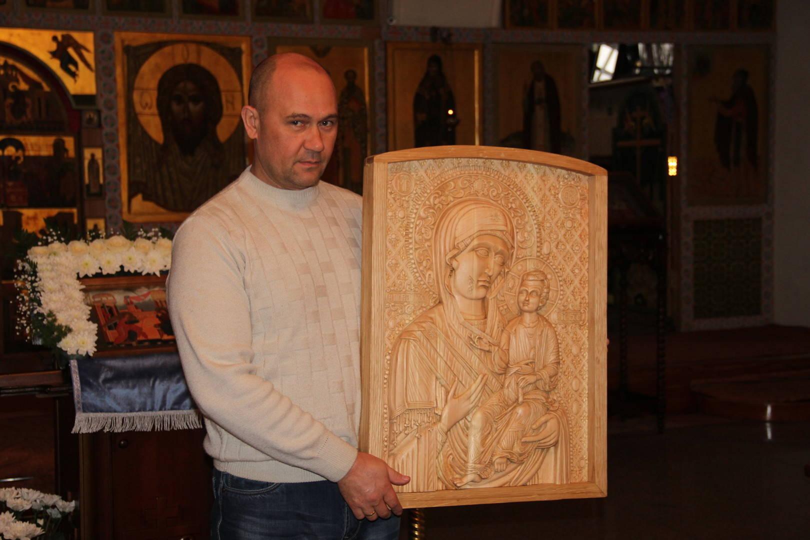 икона ИВЕРСКОЙ МОНРЕАЛЬСКОЙ БОЖЬЕЙ МАТЕРИ ( кедр, рамка дуб)