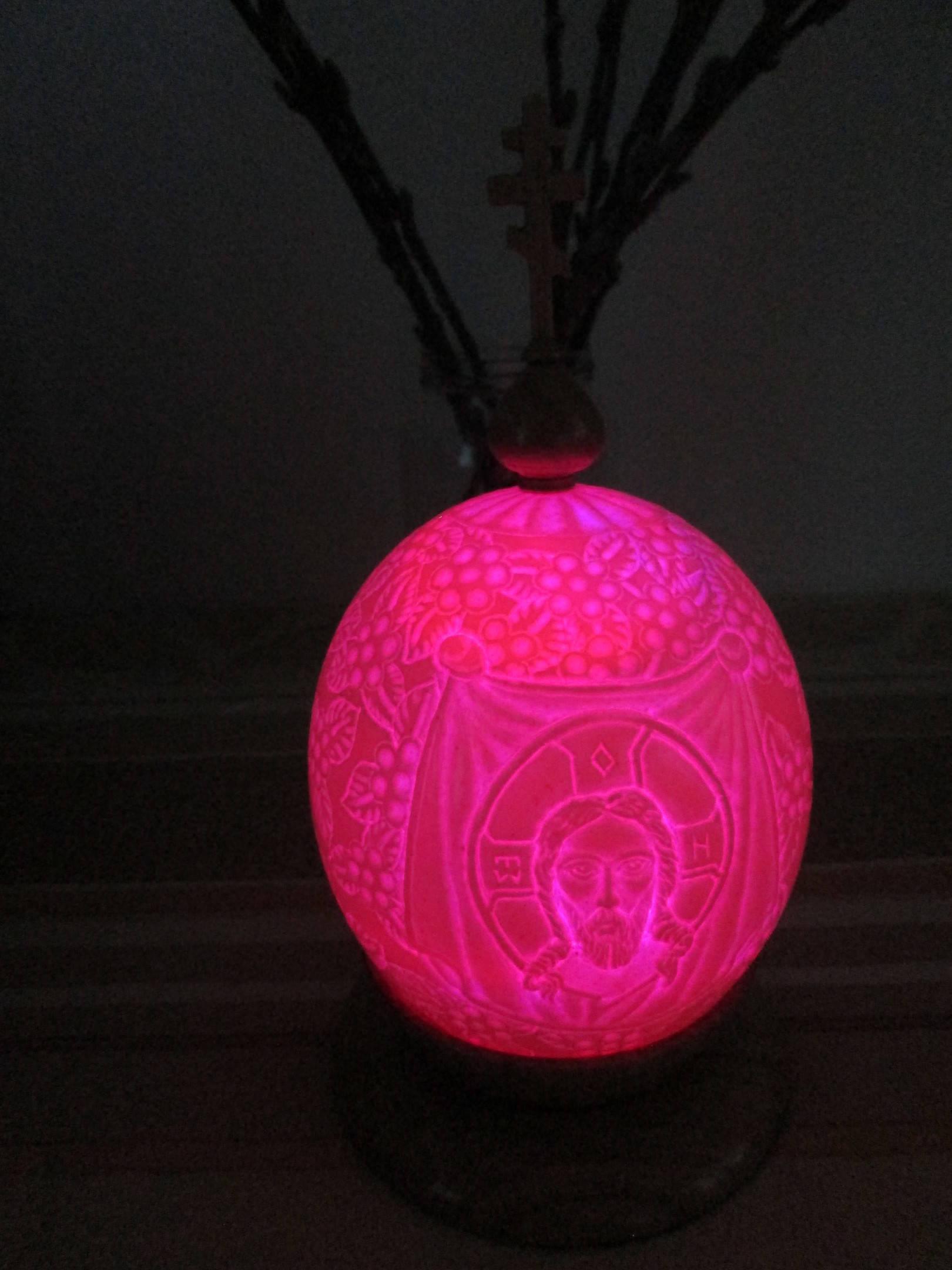 пасхальное яйцо резное СПАС НЕРУКОТВОРНЫЙ ( яйцо страуса с подсветкой, купол, подставка и крест- дуб)