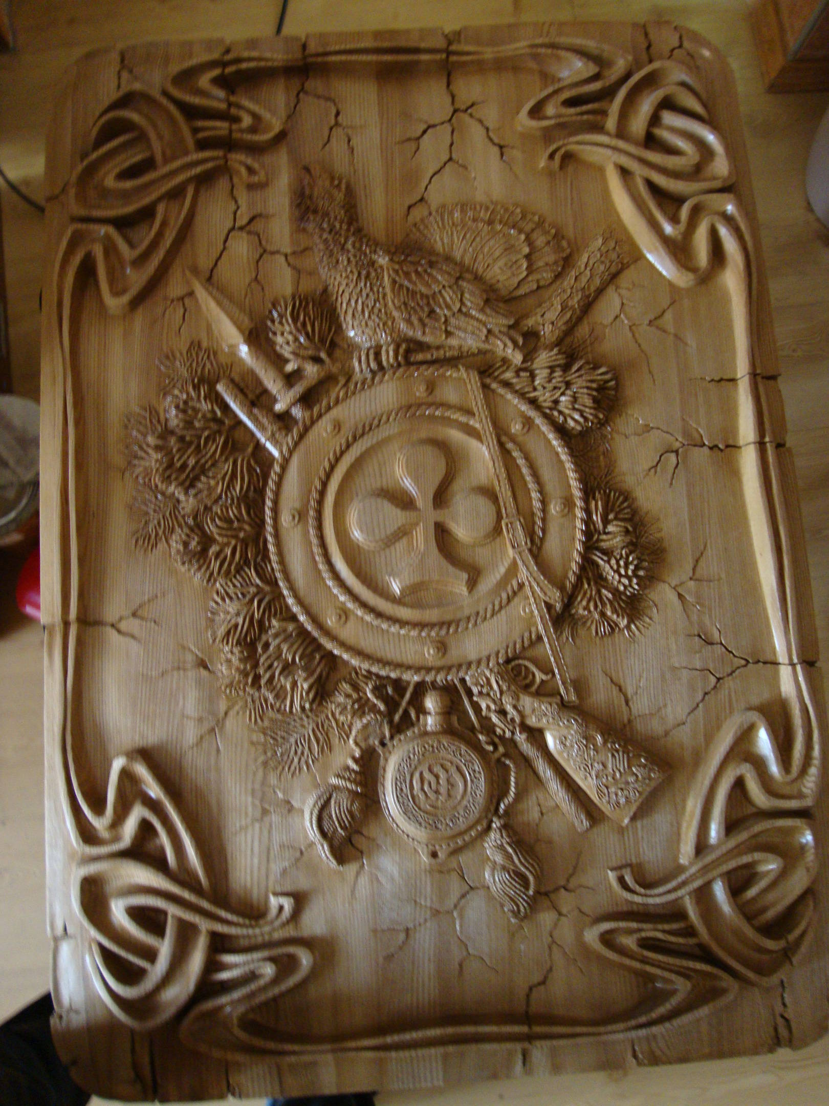 Настенные панно (ясень, 100 см х 70 см х 4 см), Джокер, Крестовый и Червовый Тузы