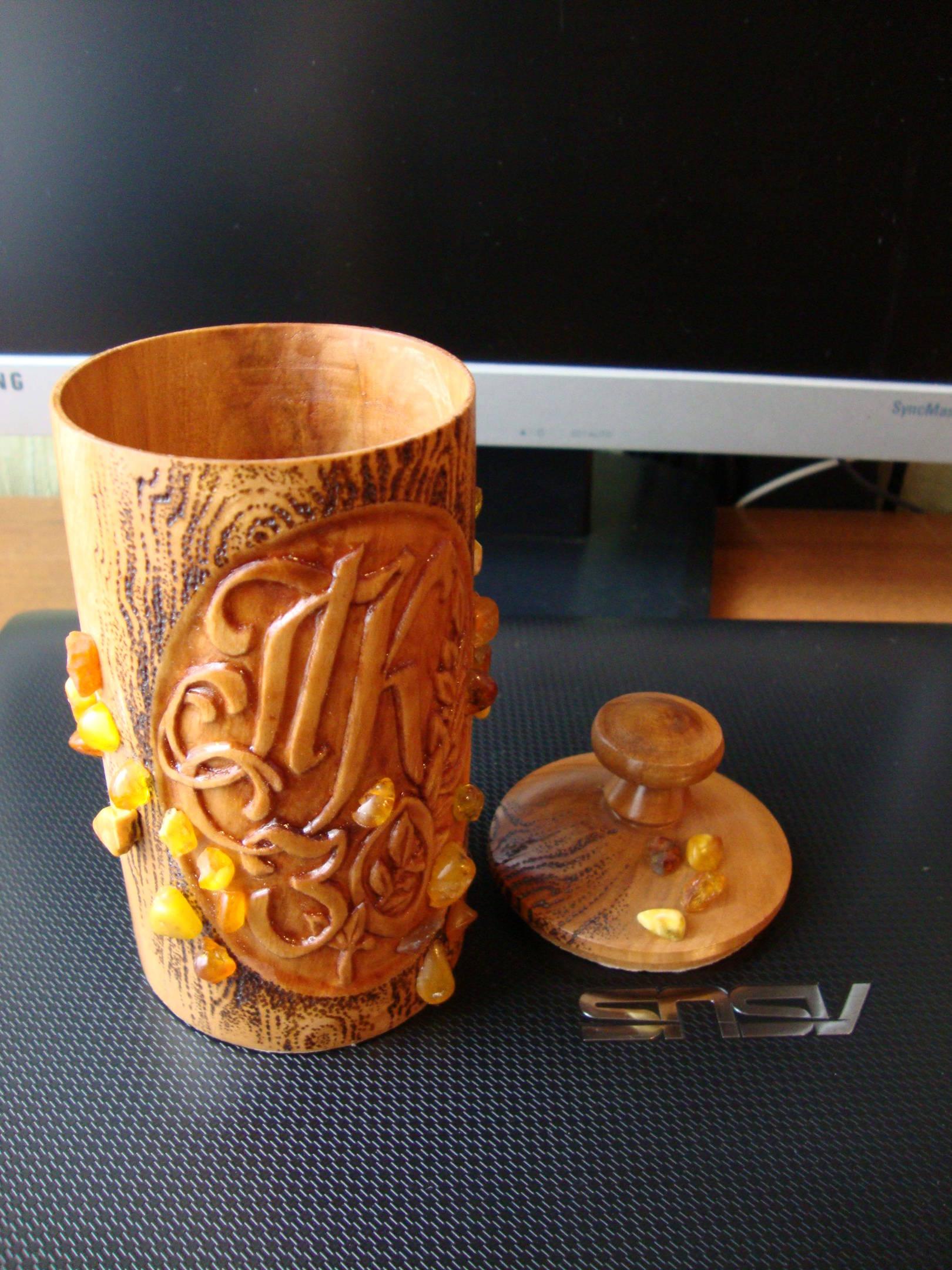 Подарок, декоративный стаканчик для хранения в нём всякой всячины.