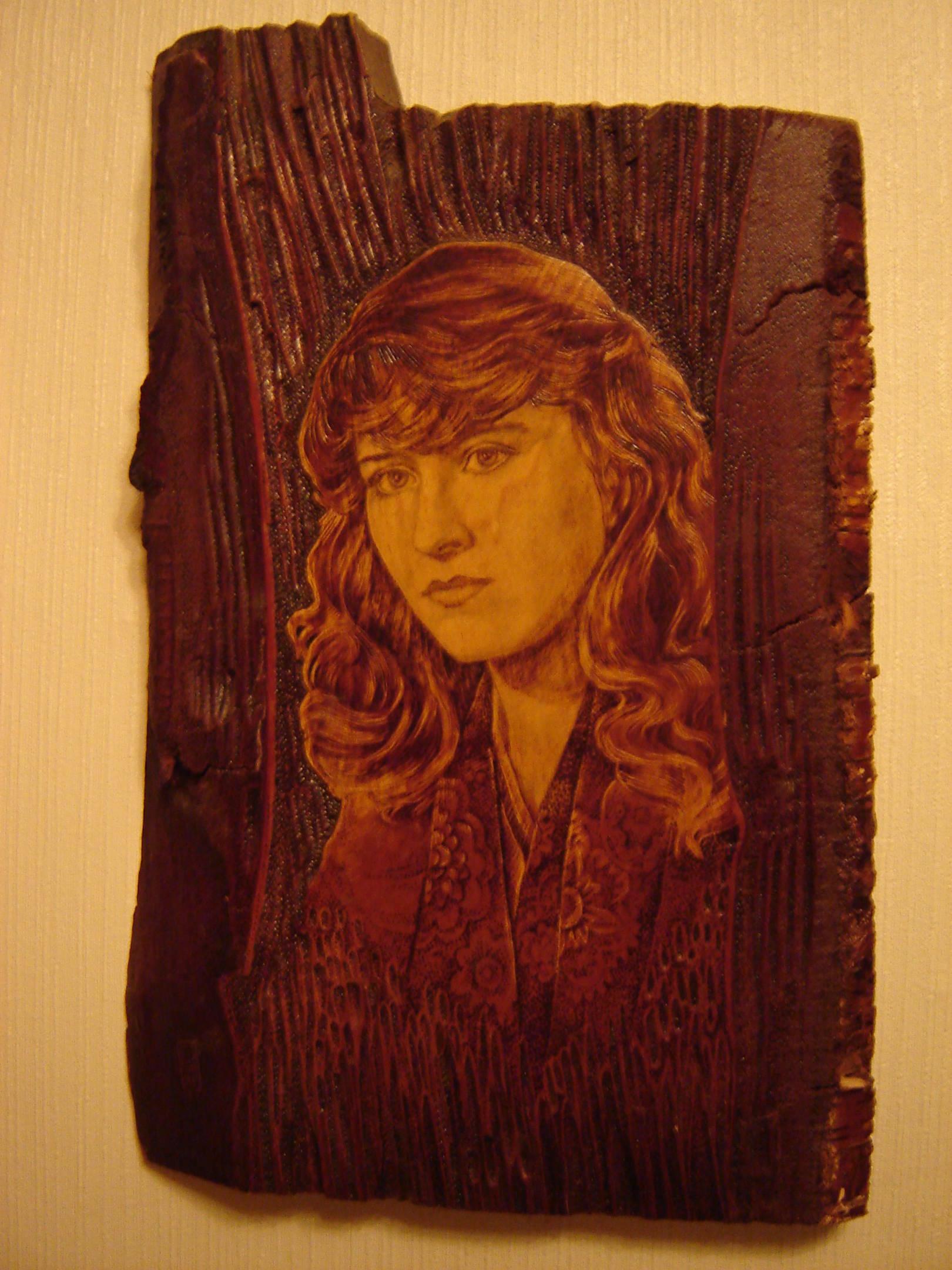 Портреты с фотографий, выжигание по дереву.