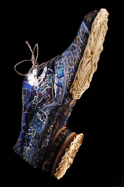 """""""Ночь в Горьком"""" обувь,скульптура.  2005г.  автор: Рустам Адюков  Техники исполнения:ювелирные работы(пряжка для шнуровки);вышивка гладью;плетение из лозы;инкрустация  моделирование;заготовление;сапожные работы.  Материалы:металлы(золото,серебро);дерево(маренный дуб,ива);кожа(КРС);шелк,х/б.  фото: Павел Лунёв"""