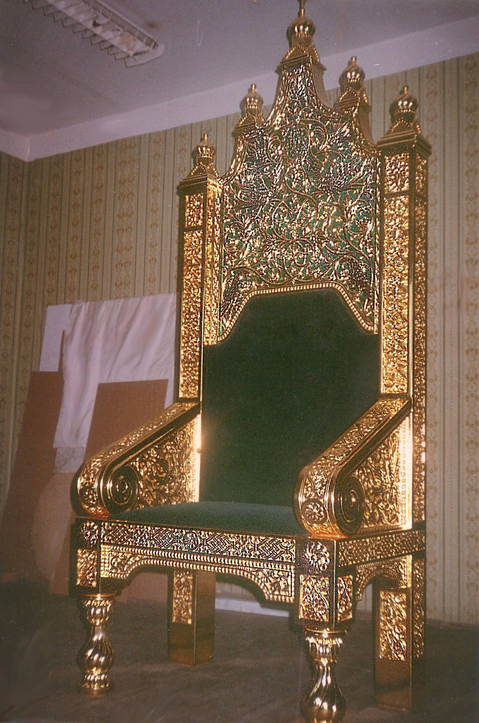 Патриарший трон для нижней церкви Храма Христа Спасителя. В.2м. Липа,береза,золочение,эмаль,бархат.