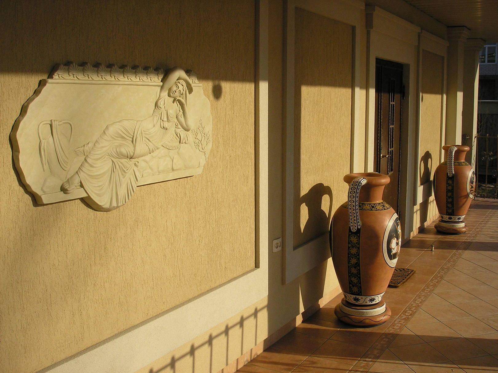 Терраса в античном стиле.