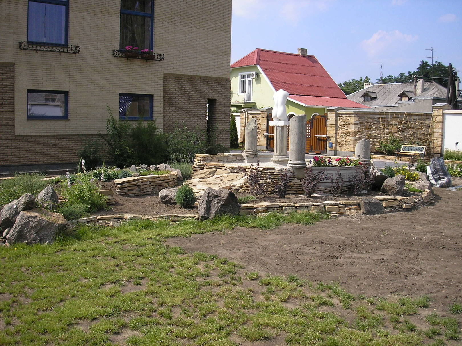 Завершение проекта. Белый цемент и природный камень.