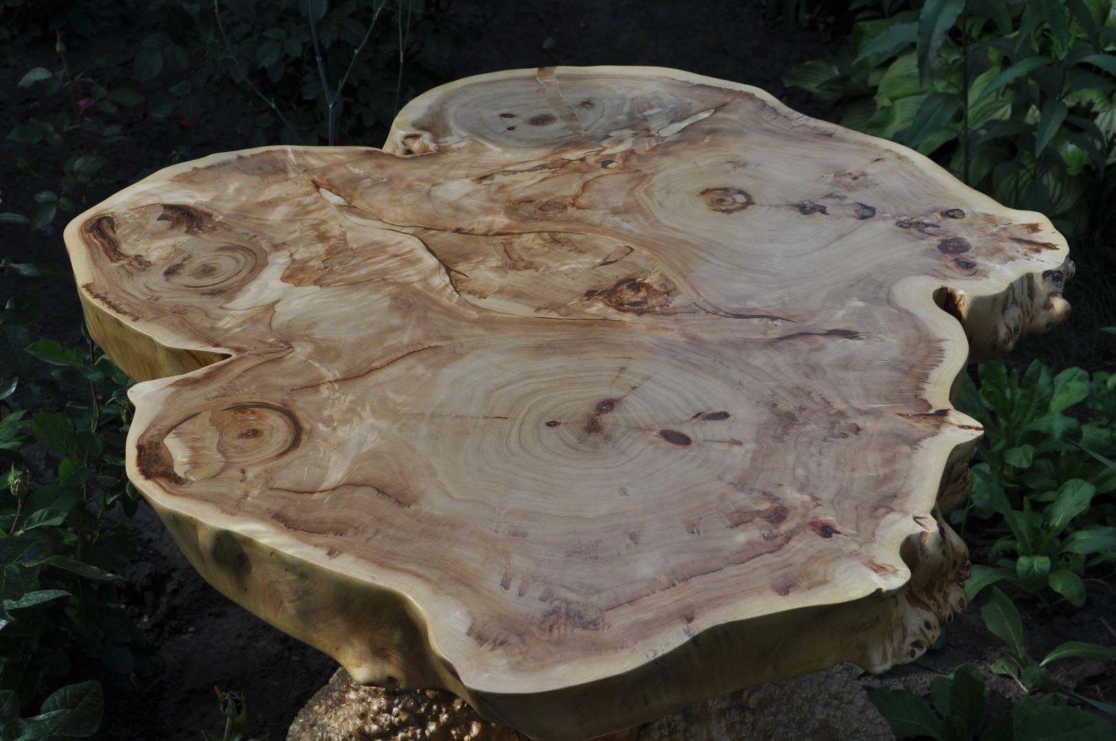 Крышка стола срез пирамидального тополя, подстолье- ясень кап. Вощение диаметр 90см. Высота 60см.