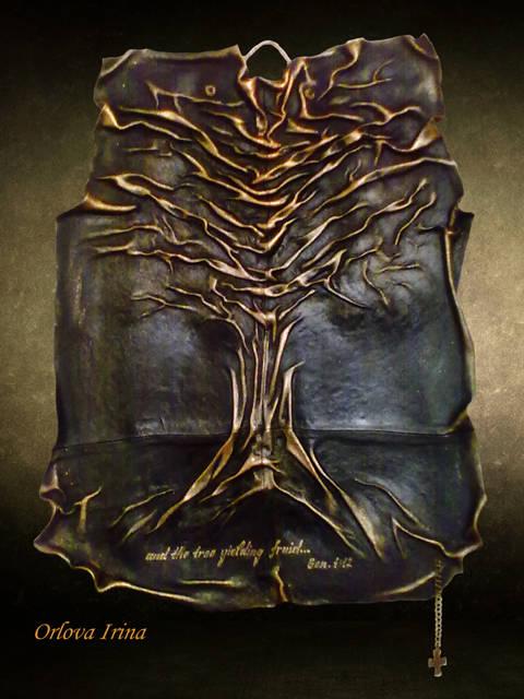 """Декоративное панно в интерьер. Объемное изображение создано путем драпировки. Снизу надпись к цитате из библии """"...дерево приносящее плод..."""". Материалы - кожа, акрил """"под золото"""". Частная коллекция."""