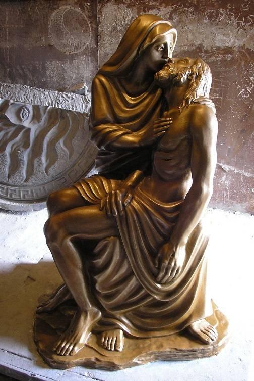 Скульптура отлитая из гранитного отсева с имитацией под бронзу. Высота 1600. Автор: Владислав Крылышкин..