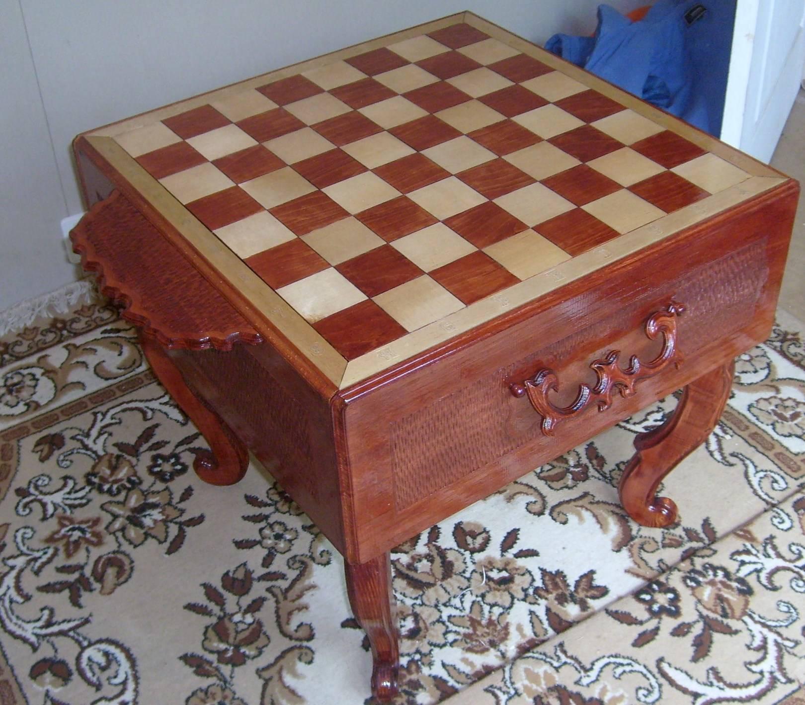 резные шахматы в сказочном стиле