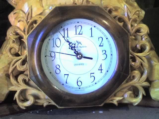 резные часы