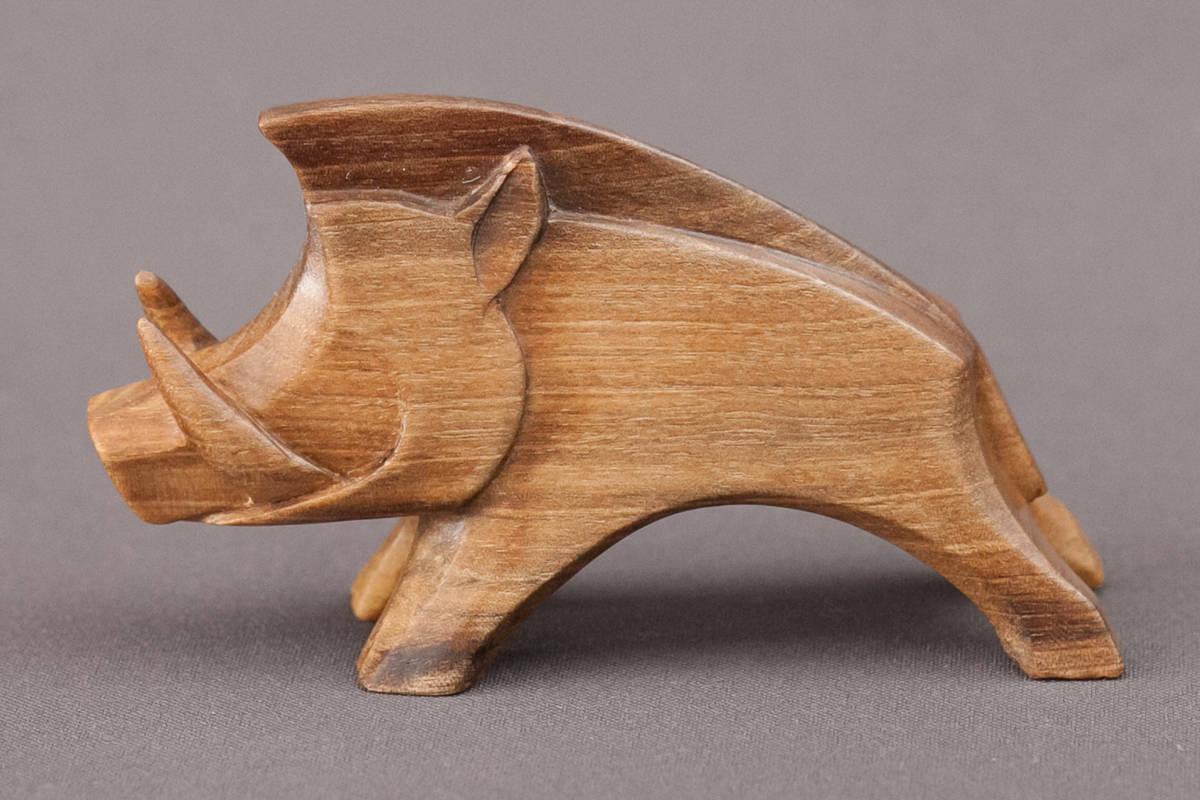 Кабан. Скульптура. Размеры; 6х8х4см .  Материал; дерево орех.