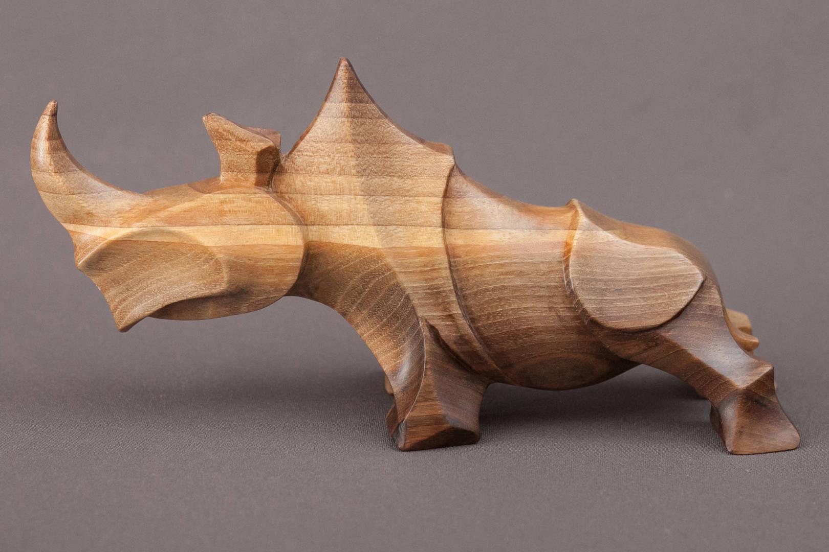 Носорог. Скульптура. Размеры; 10х20х6см.  Материал; дерево орех.