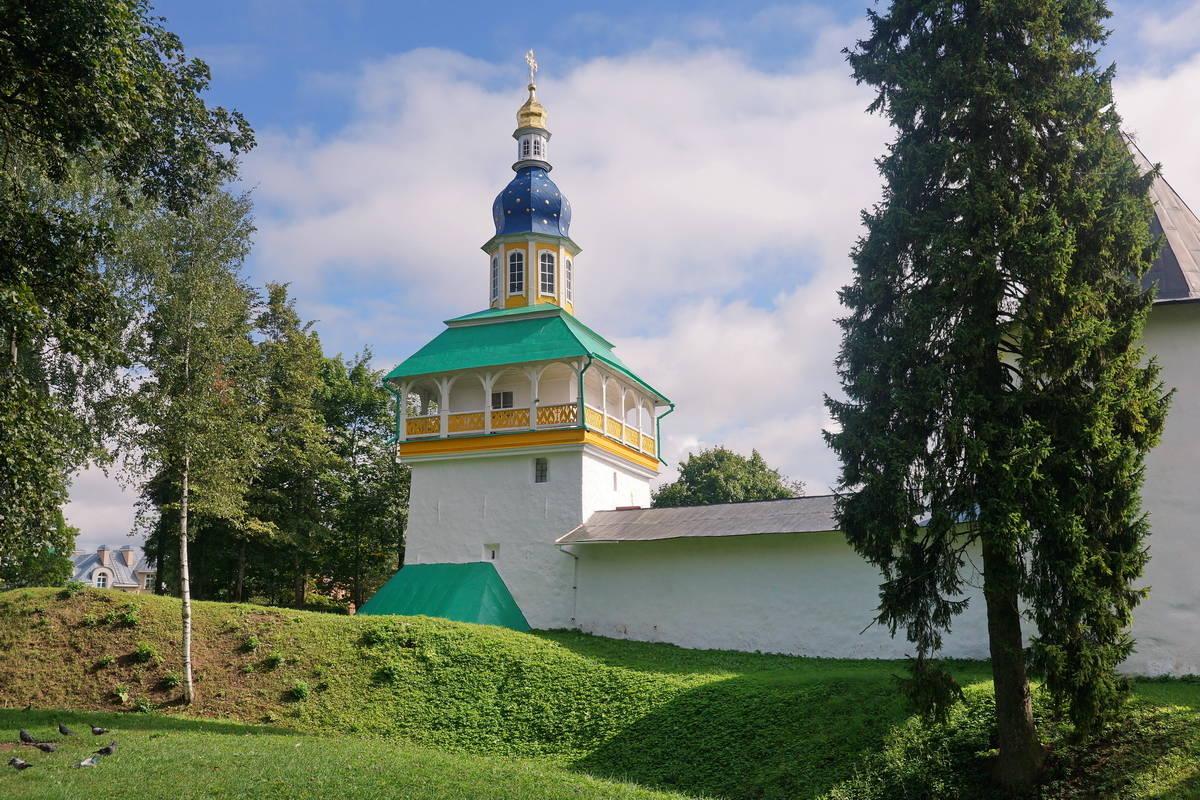 Петровская башня.