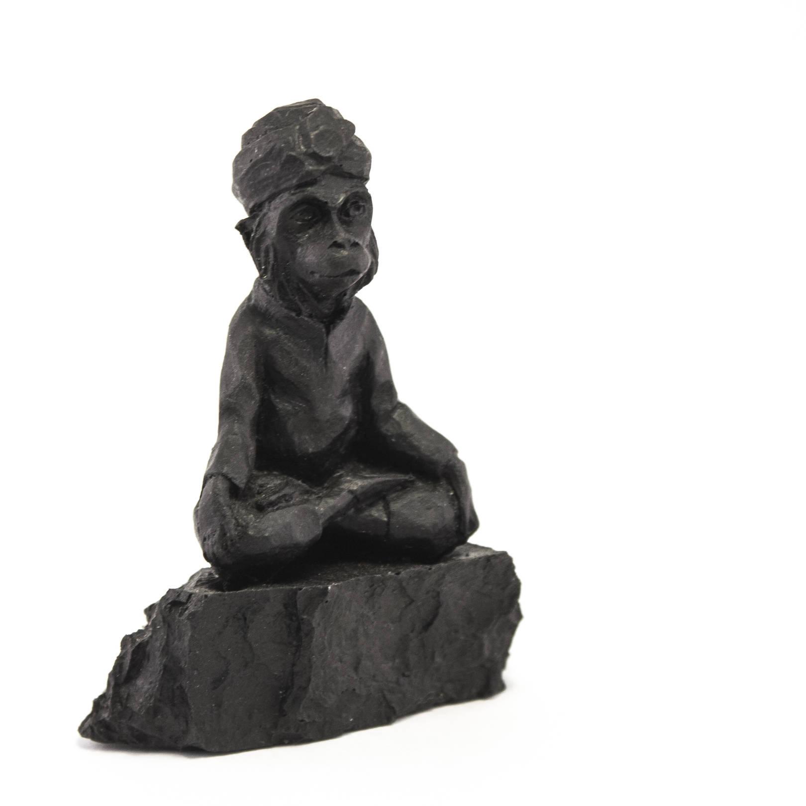 Мудрая обезьяна. Высота 10 см. Материал - уголь