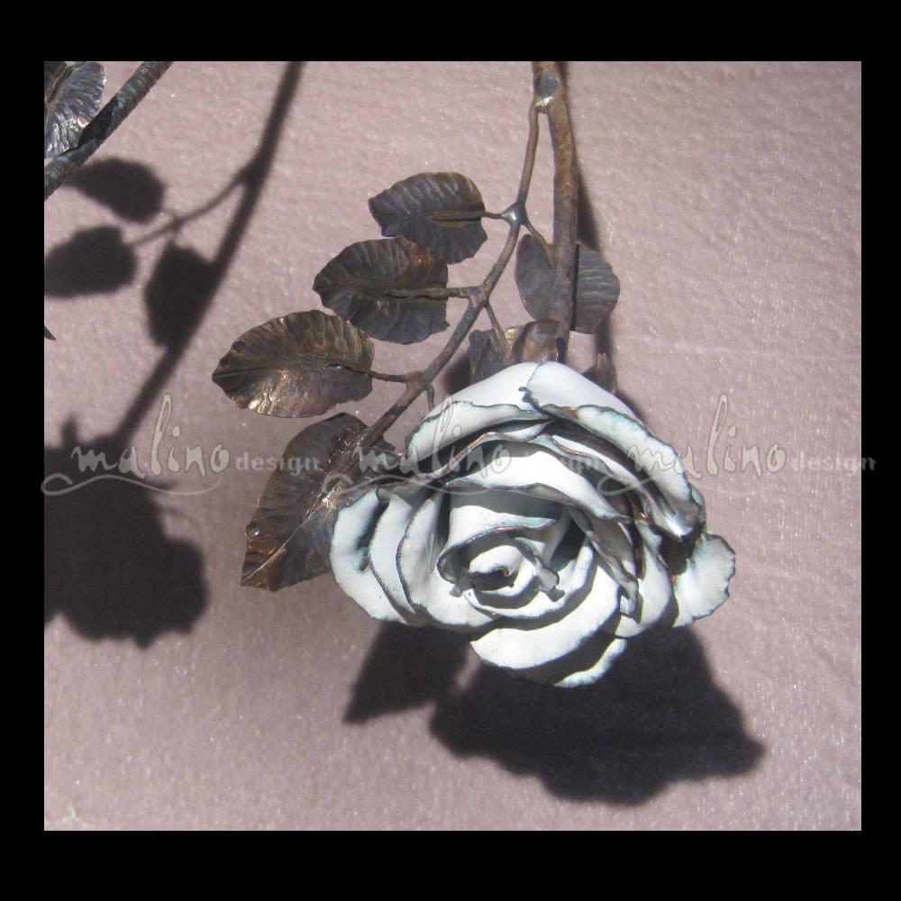 Роза. Кованная медь, художественная горячая эмаль.