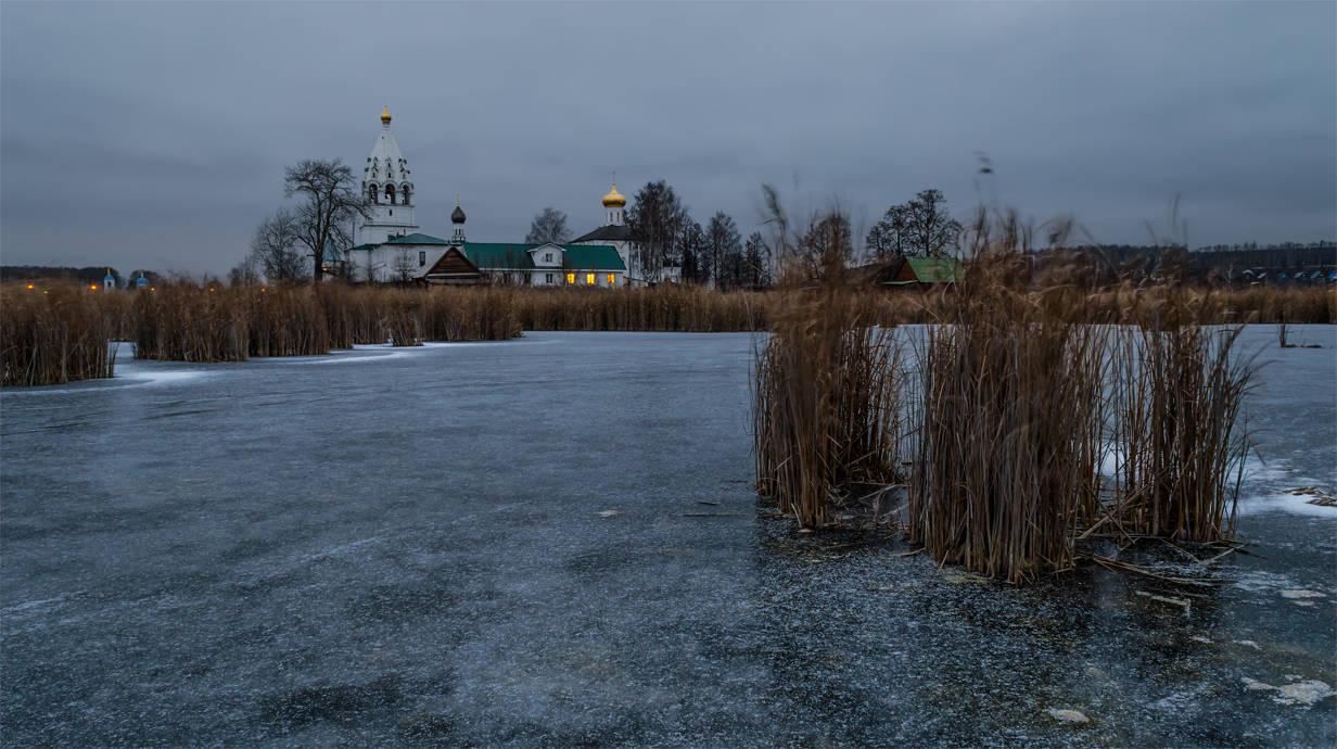 Свято-Троицкий Островоезерский монастырь.
