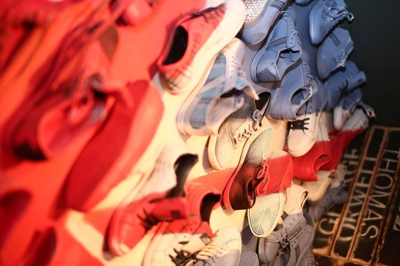 FABRIKAKUHNI Дизайн интерьера ALLARTSDESIGN флаг из кед фрагмент