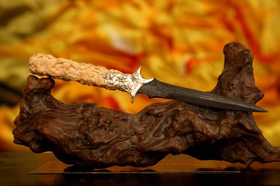 Кинжал кабинетный - дамаск, рукоять - мамонт, гарда - серебро