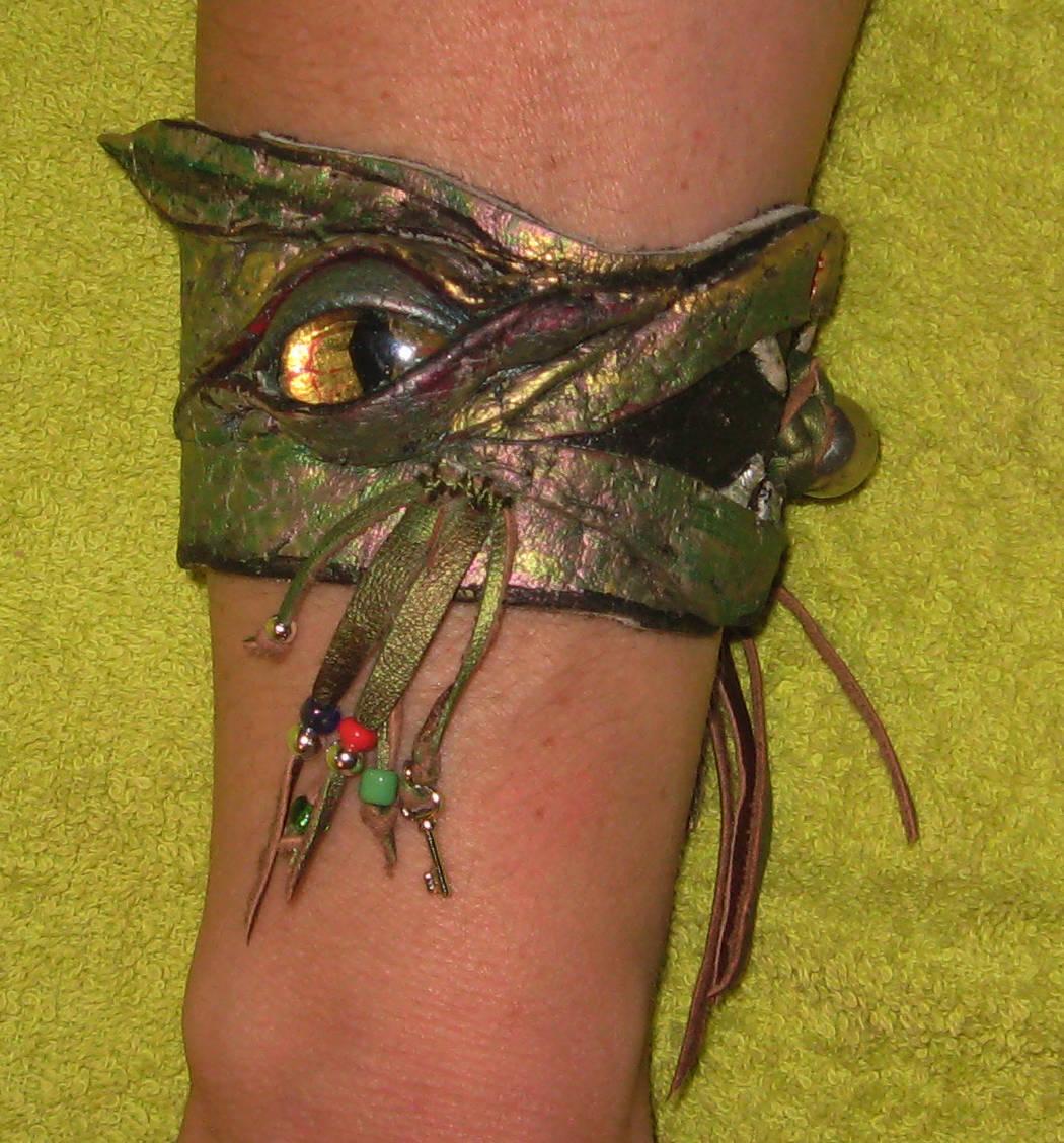 """""""зеленый дракон""""материал:натуральная кожа."""