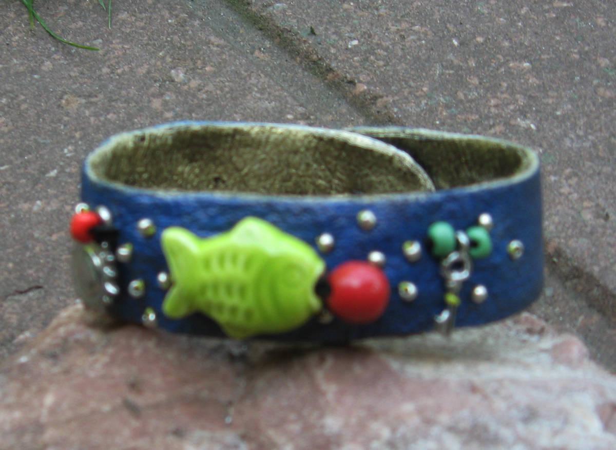 """""""Зеленая рыбка""""материалы:кожа нат.,керамика,коралл,фурнитура."""