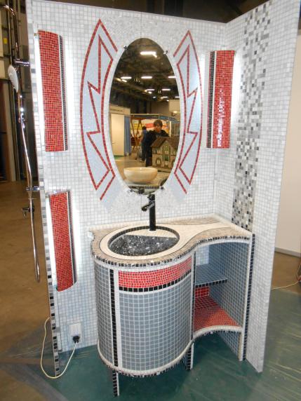 фрагмент оформления ванной комнаты с отделкой мозаикой
