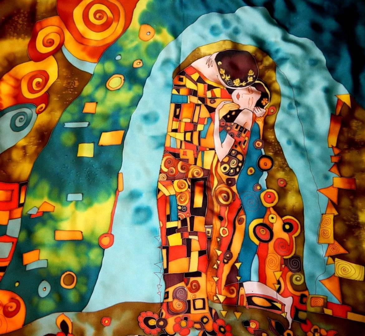 """Платок выполнен из натурального шелка - атласа, расписанного вручную в технике холодного батика. Сюжет взят с картины Густава Климта """"Поцелуй"""". Полотно Климта принадлежит к периоду творчества художника, названному «золотым»: в это время художник много работал с золотым цветом и настоящим листовым сусальным золотом. Популярность картин этого времени, и «Поцелуя» в том числе, связана не в последнюю очередь с применением художником золота в качестве цвета. Платок станет стильным и ярким дополнением к Вашему образу и непременно подчеркнет Вашу индивидуальность!"""