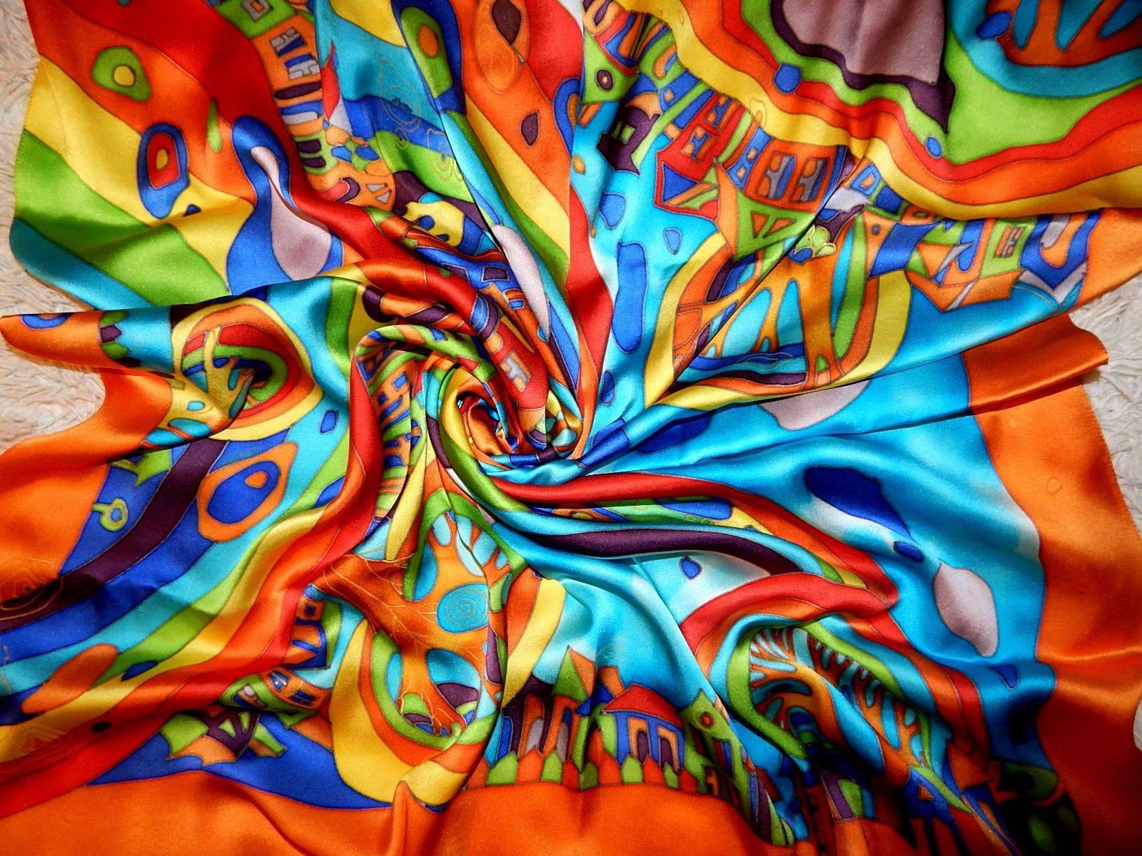 """Платок атласный из серии """"Город радуг"""" с оранжевой полосой по периметру выполнен в технике """"холодный батик"""" Яркие, насыщенные, сочные, радостные, позитивные оттенки в цветовой гамме изделия непременно подчеркнут Вашу индивидуальность и придадут образу яркости! А струящийся нежный шелк - атлас придадут женственности и неповторимости!"""