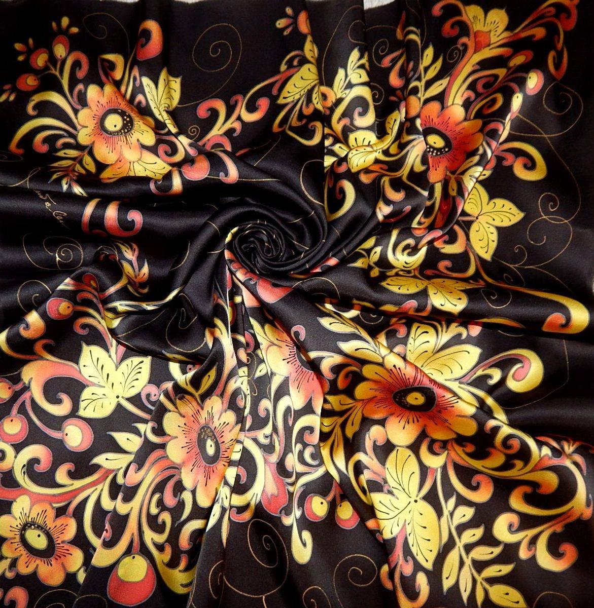 Платок из натурального шелка - атласа расписан вручную в технике холодного батика. Тонкий, витиеватый, орнаментальный рисунок в теплых золотистых тонах на насыщенном черном фоне в стиле хохломской росписи. Хохлома - это самобытный русский народный промысел, существующий более трехсот лет, уникальное явление не только в масштабах России, но и в мировом искусстве. Платок непременно подчеркнет Вашу индивидуальность и сделает Ваш образ неповторимым.