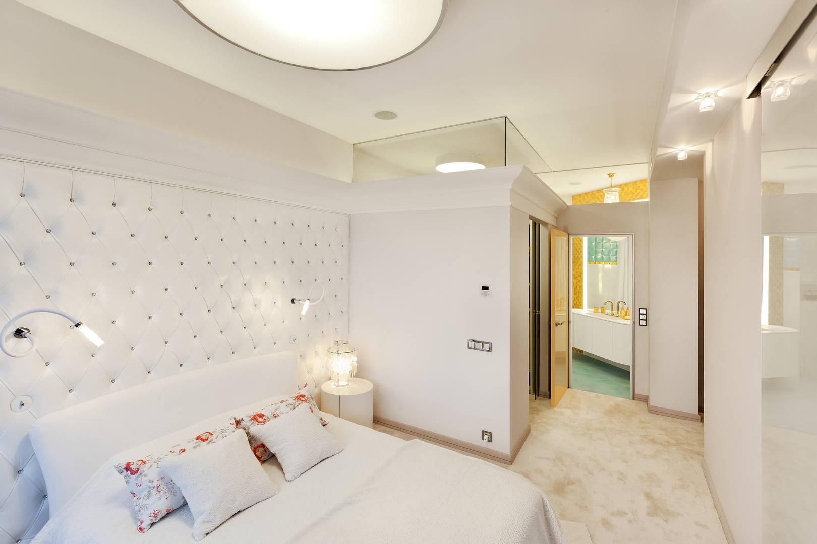 Спальня с видом на гардероб и ванную