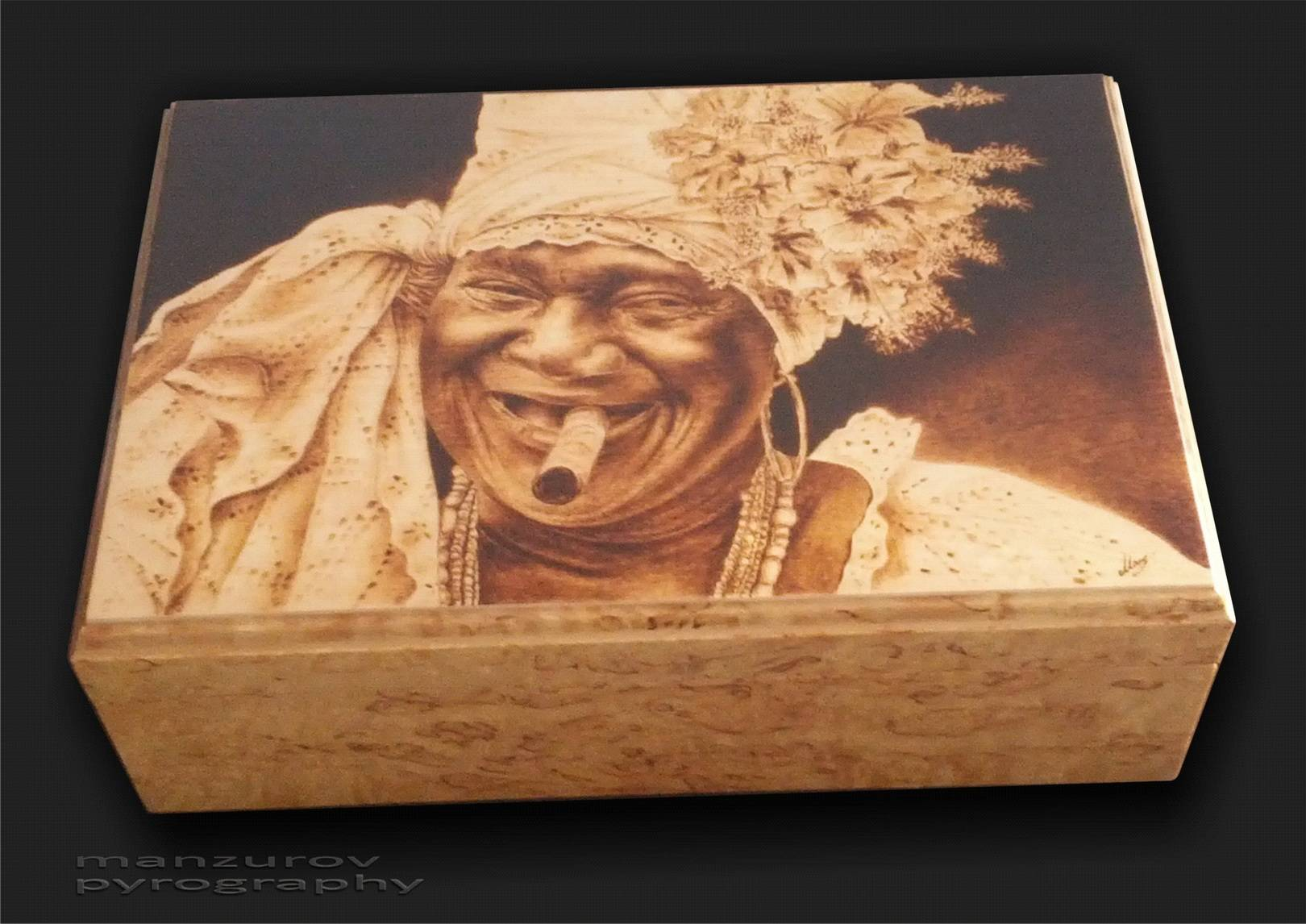 Хюмидор. Пирография,карельская береза, матовый лак. Размер 23х34х15см
