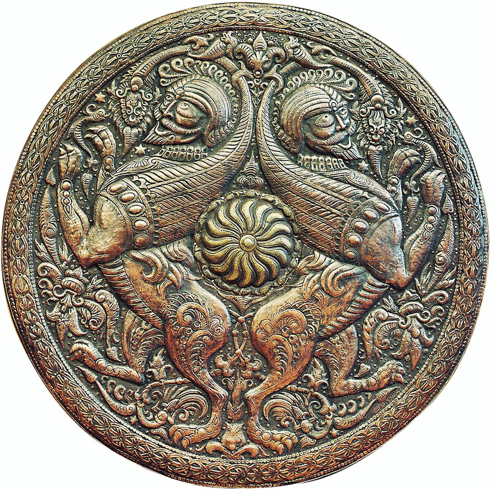 Мамелюки (декоративный щит-рондо) 1998 г. Медь, латунь; чернение Дм. 61 см