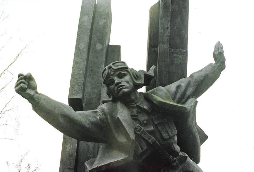 Фрагмент памятника А.Горовцу.
