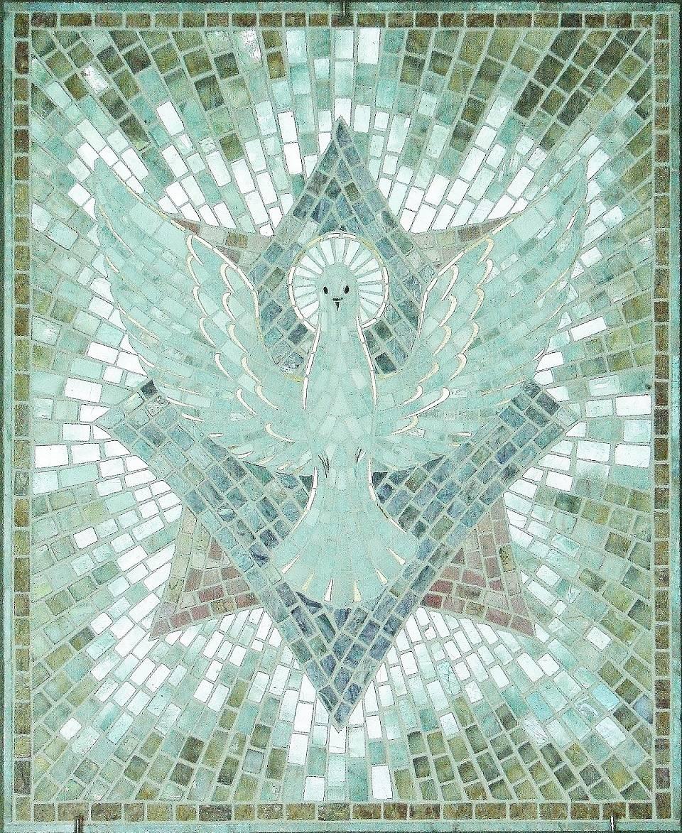 """""""Голубь""""""""Дух Святой"""": беломорит,чароит, родонит, флюорит, кремень белый, кахолонг,серебро, белое золото(смальта). ,"""