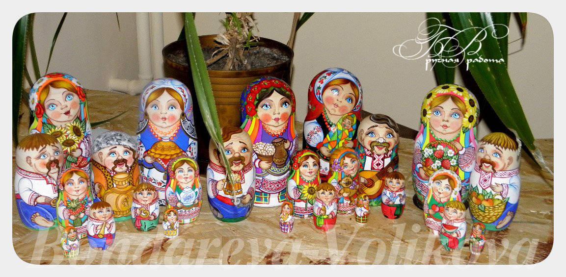 """Матрешки """" Украинская семья""""."""