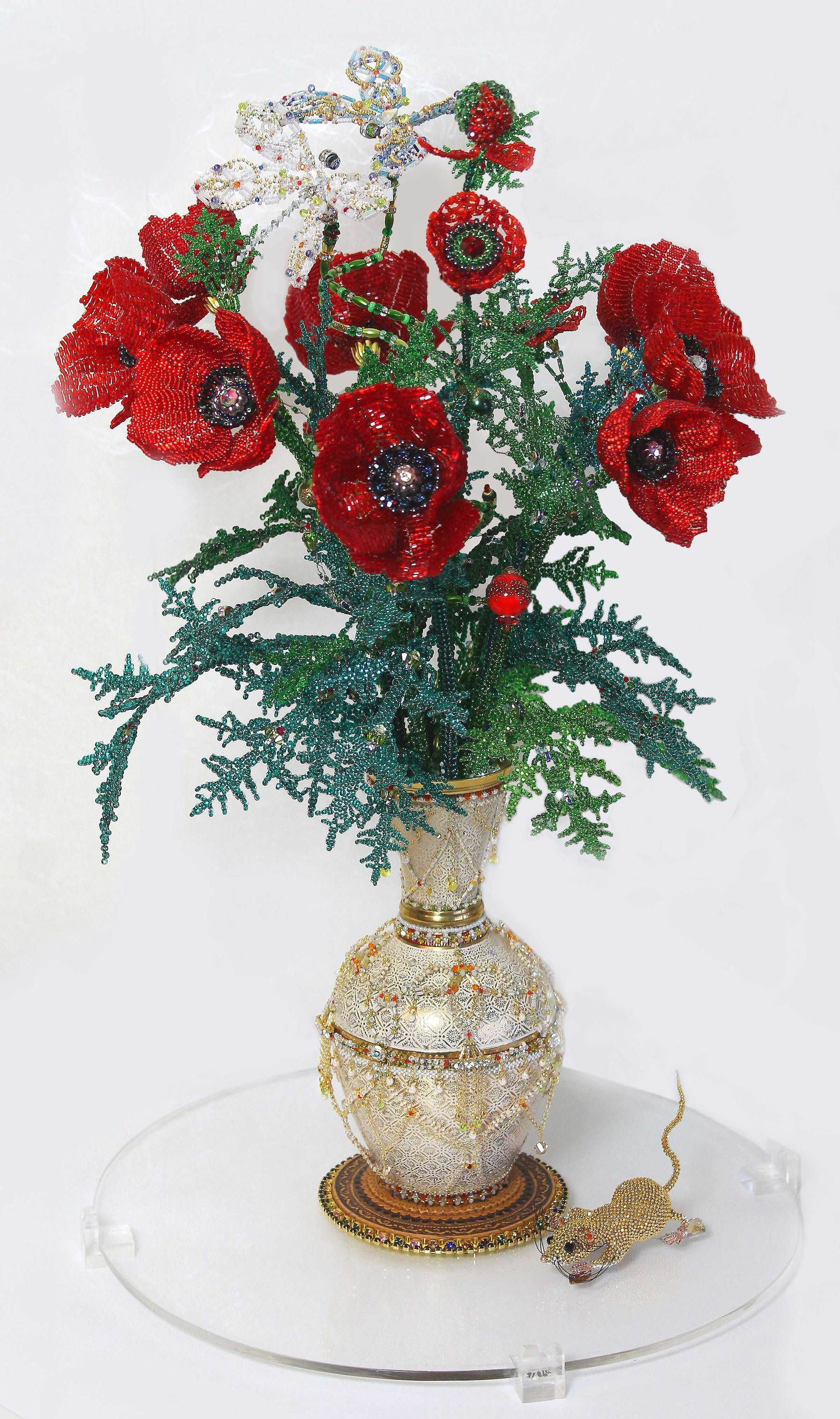 Bouquet of poppies 2012-2016 Size: 330×330×540 mm.  Czech and Japanese seed beads, beads, bugle beads, crystals; beads, accessories, crystals Swarovskі, onyx, rock crystal; wire.